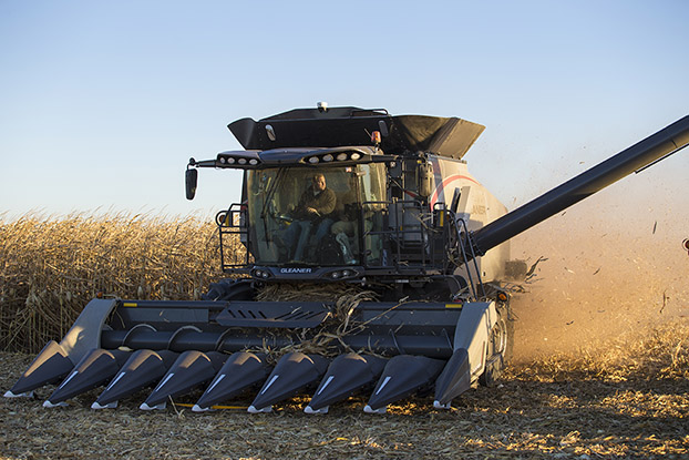 Young Farmer Combines a Passion for Ag & Electronics Agco Gleaner New S9 Series Combine Review